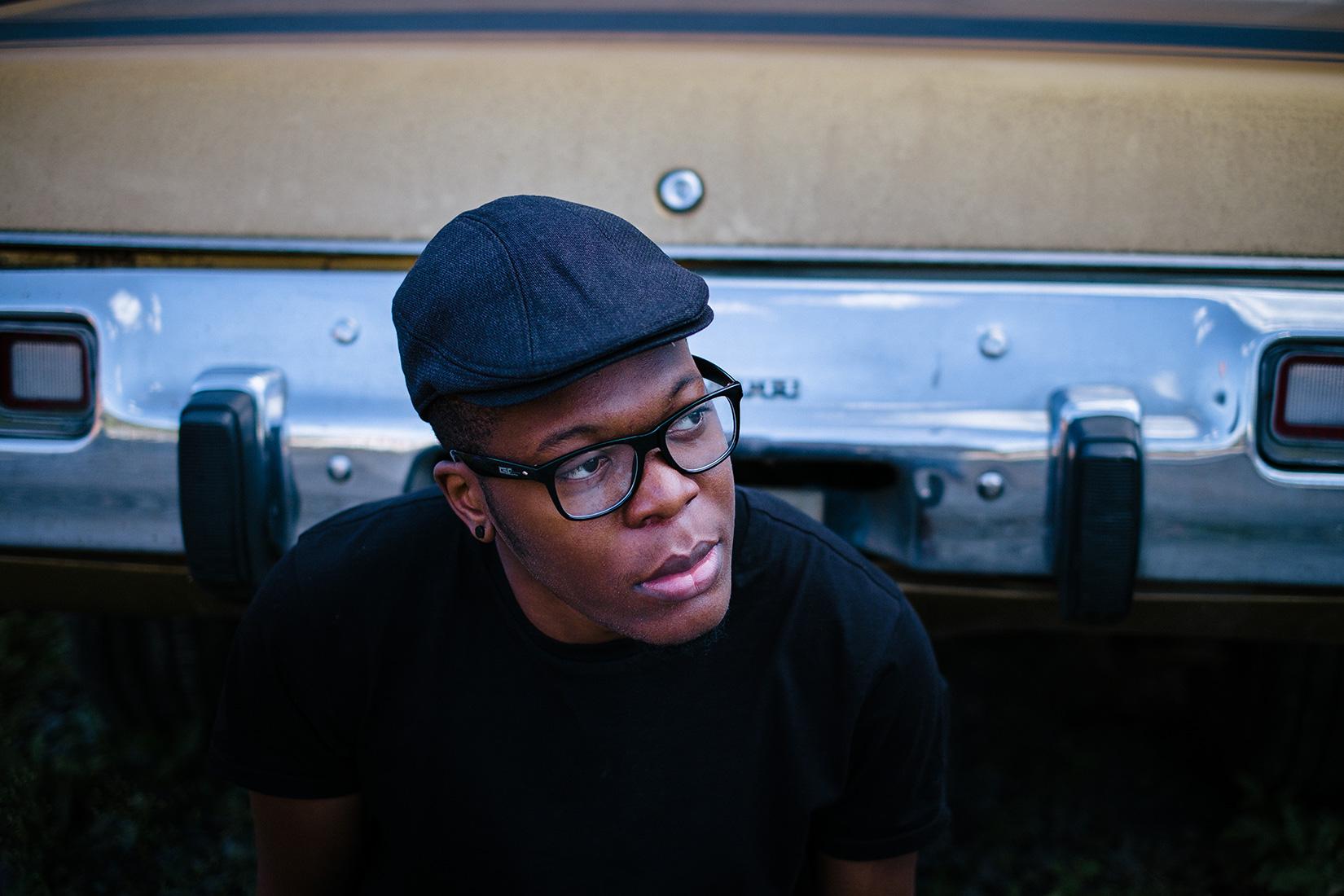 Porträt von Billy im Hip-Hop Look